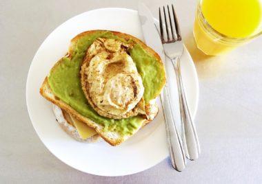 Pasta z awokado i jajka przepis