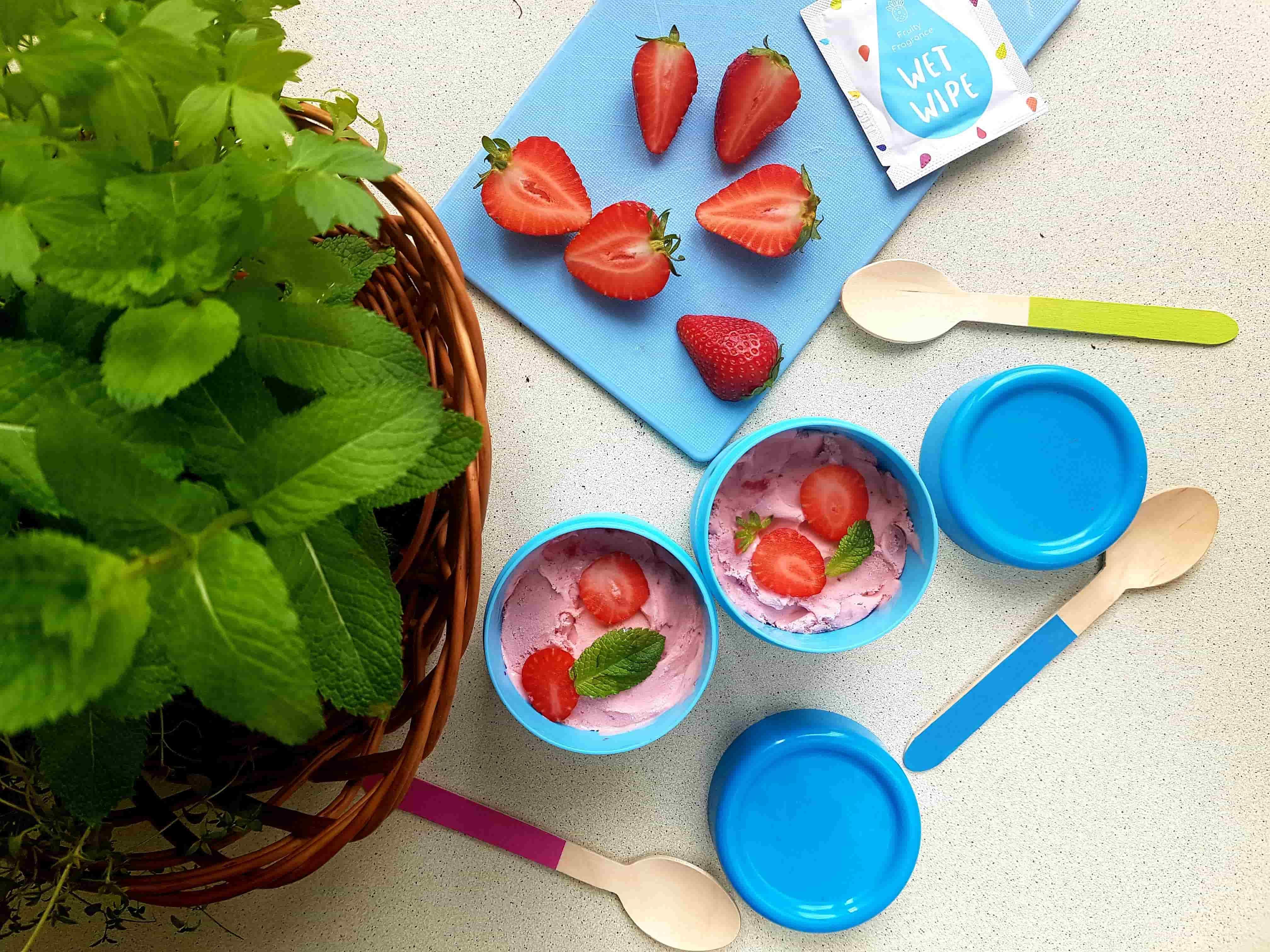 Domowe lody o smaku truskawki dla dzieci