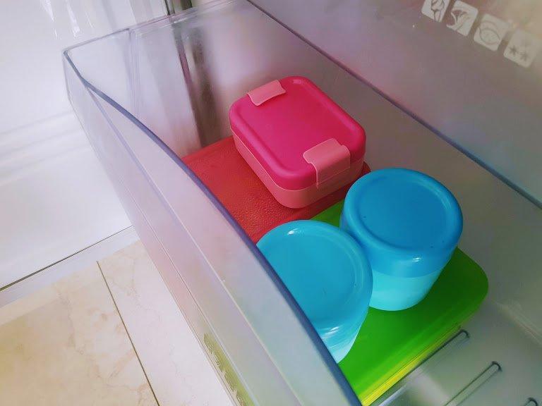 Domowe lody truskawowe w pojemnikach do zamrażarki od LUNCH MUNCH