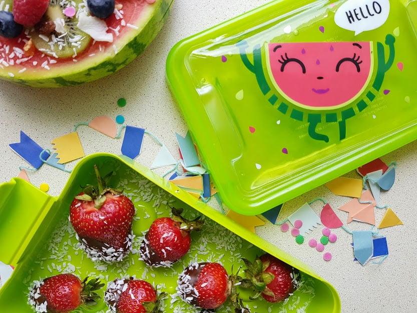 Zdrowe słodycze dla dzieci - truskawki w czekoladzie