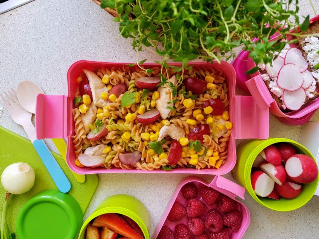 rozowy lunchbox szkolny z pojemnikami