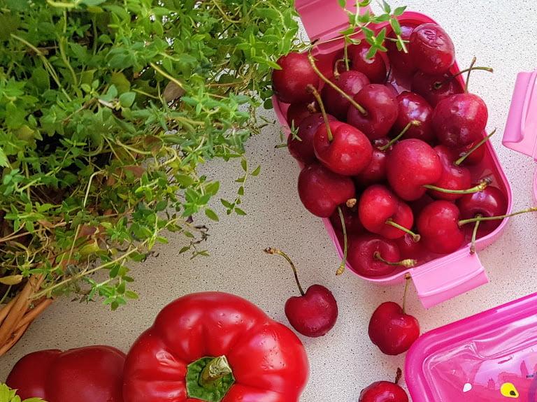 Czerwone jedzenie - czereśnie