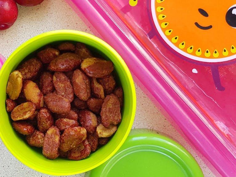 Czerwone jedzenie - orzeszki w karmelu
