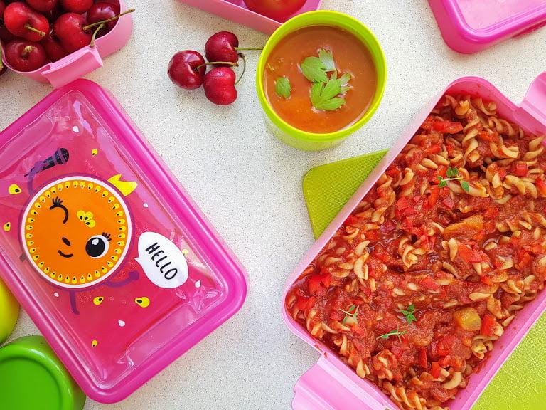 Czerwone jedzenie - zupa pomidorowa