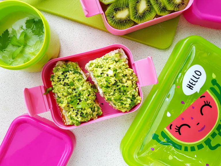 Zielone jedzenie - kanapki z guacamole
