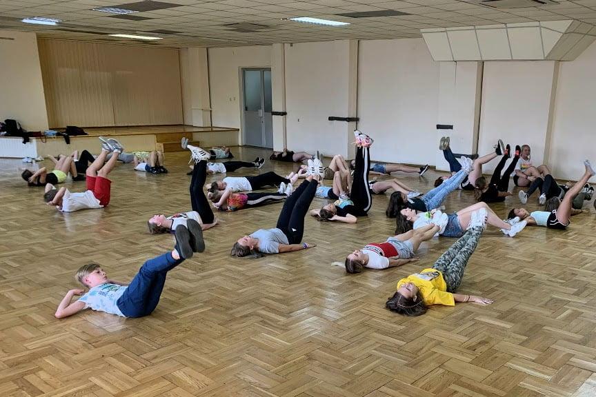 sebastian kowalczyk szkoła tańca rozgrzewka