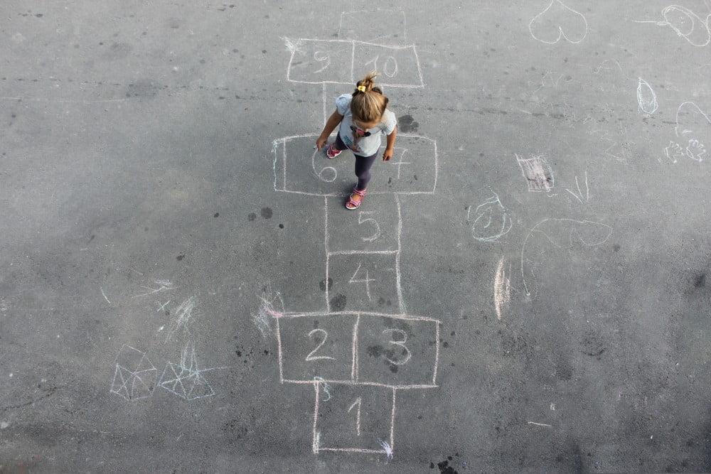 gry i zabawy dla dzieci dawniej