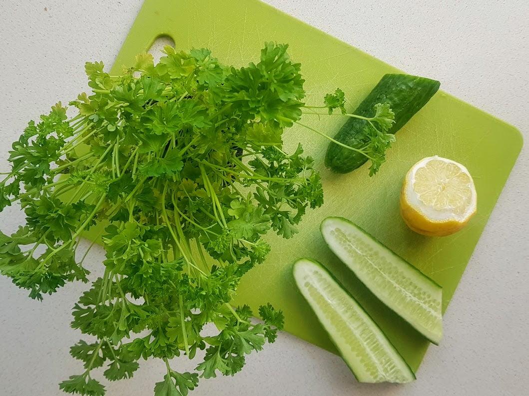 sok z pietruszki zielonej oraz ogorka