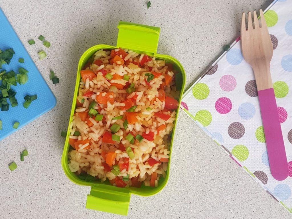 smazony ryz z warzywami dla dzieci